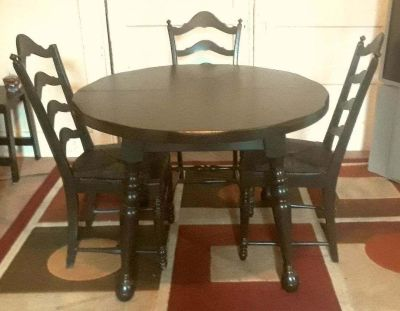Dining Set w/Round Table & 3 Chairs