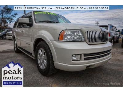 2006 Lincoln Navigator Luxury (White)