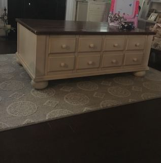 Coffee table and matching end table. All drawers work 150$ both