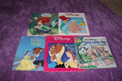 5 Disney Paperback Books: 2 Ariel Little Mermaid, 2 Beauty and the Beast, and 1 Three Little Pigs Books