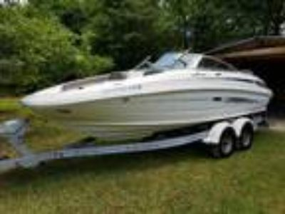 2011 Sea Ray 220 Sundeck