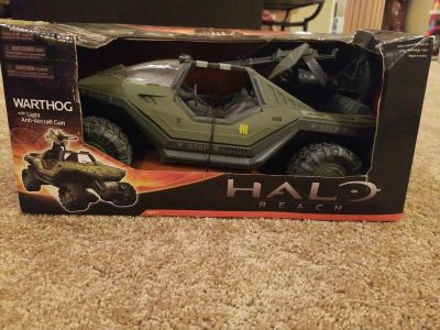 Lot of 2 Halo Reach vehicles and upgrade pack