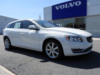 2017 Volvo V60 (Ice White)