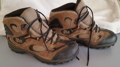 Kids Merrell Hiking Boots size 4