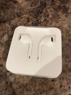iPhone ear buds - new