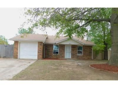 2 Bed 2 Bath Foreclosure Property in Norman, OK 73072 - Peregrine Dr