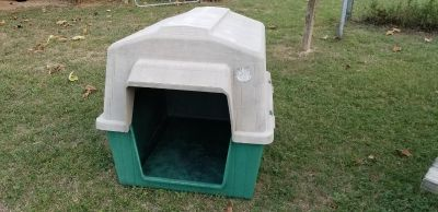 Large Dog House Top Paw Brand $30 obo