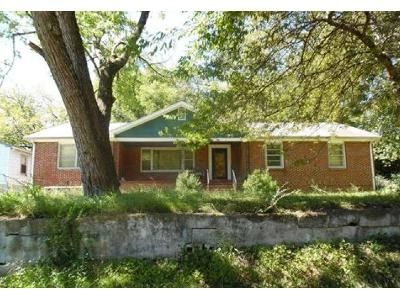 3 Bed 1.5 Bath Foreclosure Property in Rossville, GA 30741 - Carline Rd