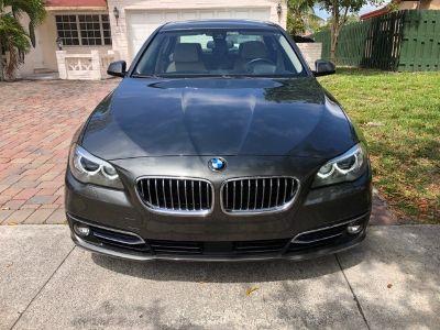 2015 BMW 5-Series 4dr Sdn 550i RWD (Gray)
