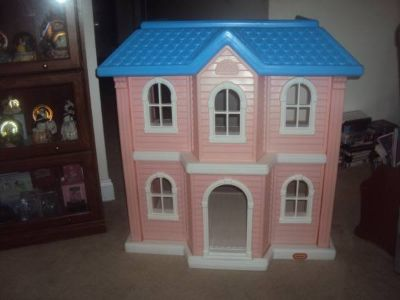 Little Tikes Doll House - HUGE Storybook Cottage