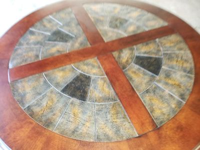 Like new slate inlaid round dining table with 4 cushion bottom metal frame chairs