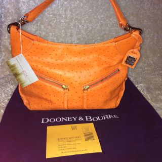 Dooney & Bourke comes Bag