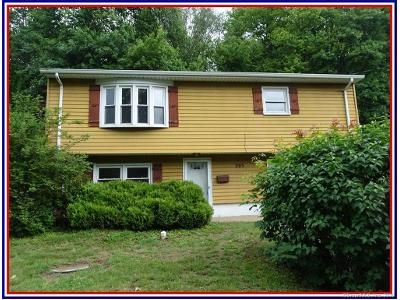 3 Bed 2 Bath Foreclosure Property in New London, CT 06320 - Bayonet St