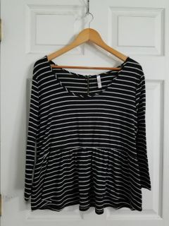 Adorable Black and White Top Size 2X