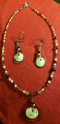 Beautiful vintage necklace and earrings set $10