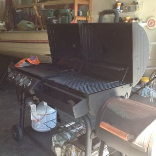 Gas/Smoker grill Char Grill