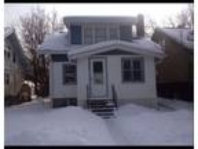 U of M Housing! Four BR House blocks from Campus!