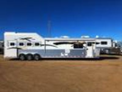 2019 Platinum Coach Outlaw 4H Side load,19' SW, 50 AMP Outlaw Couch/Dinette