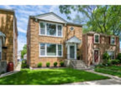 Chicago, , IL Listing Price: $619,000 Four BR, 2.0