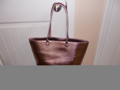 LEATHER LIKE ROSE METALLIC TOTE