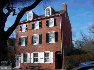 14 the Strand New Castle Three BR, Located on 's most historic