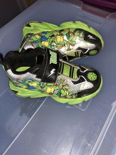 Boys Ninja Turtles shoes size 11 great condition