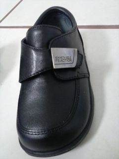 Kenneth Cole Reaction toddler boys' size 5.5M LIKE NEW