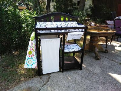 Baby Changing Table w/ Matress Pad & Hamper, Cat in the Hat Sheets