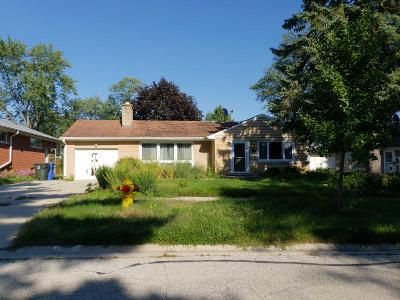 1.0 Bath Preforeclosure Property in Mount Prospect, IL 60056 - W Dresser Dr