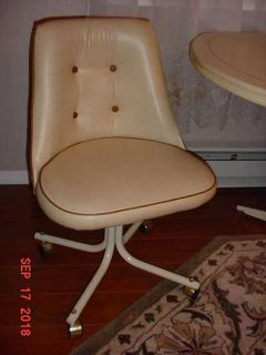 Table w/2 Padded Chairs w/casters