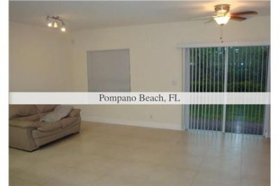 $2,000/mo, 3 bathrooms, 3 bedrooms - come and see this one. Will Consider!