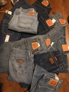 10 pair of Levi men jeans and 1 pair of wranglers with tags. All size 32/34. All 11 for $50