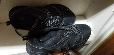 Brand new 14w starter mens shoes