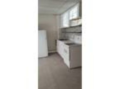 This great 0 BR, One BA sunny apartment is located in the area on Aberdeen St.