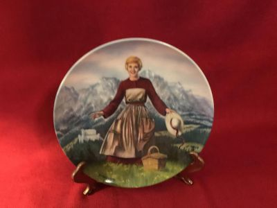Knowles Vintage The Sound of Music Collector s Plate. Photo of Back Attached. EUC