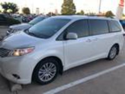 2015 Toyota Sienna XLE Navigation, Sunroof, DVD & Power Liftgate
