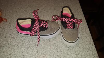 Little girls size 10 1/2 $8 FIRM POMS FTPU (Dog and cat in home)
