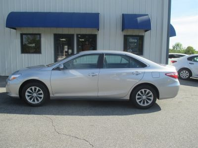 2016 Toyota Camry LE (Silver)