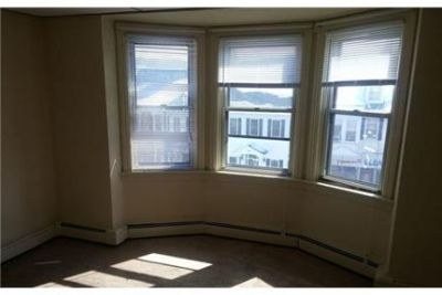 CUTE 2nd FLOOR on the NORTH SIDE. $800/mo