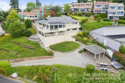 2 Bedroom, Views of Commencement Bay!