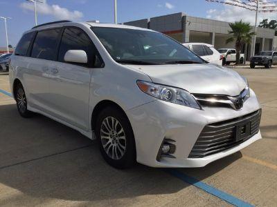 2018 Toyota Sienna XLE 8 Passenger (white)