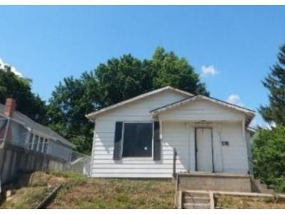 3 Bed 1 Bath Foreclosure Property in Saint Joseph, MO 64501 - Edmond St