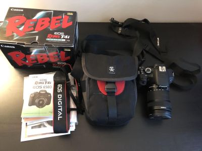 Canon T4i dSLR Camera with Extras