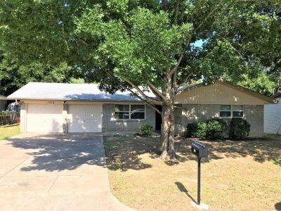 $1645 3 apartment in Tarrant County