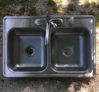 Stainless Steel 4-Hole Sink with faucet and hose