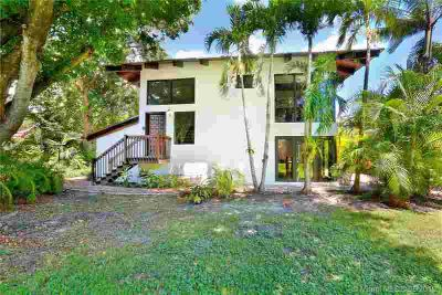 6520 SW 54 Ln Miami Three BR, New Kitchen and appliances with