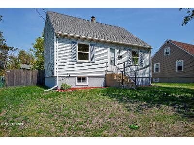 3 Bed 2 Bath Foreclosure Property in Cranston, RI 02910 - Sharon St