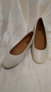 SHOES. White flats by Kali
