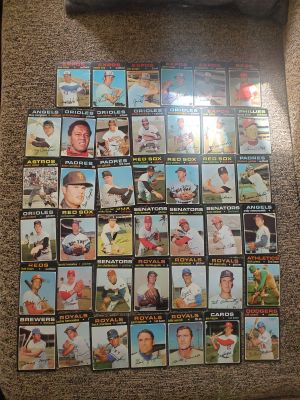 (125) 1972 TOPPS BASEBALL CARDS. EX-NM CONDITION