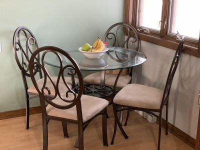 EUC Dining Room Table with 4 Chairs